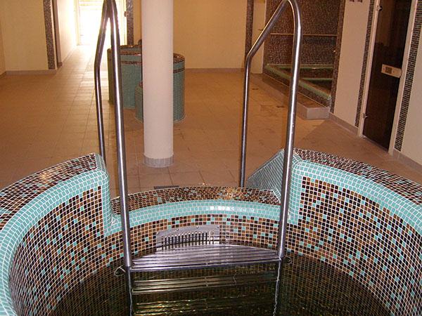 Kerítések, kapuk, korlátok, lépcsőszerkezetek - T-Brass - Medence korlátok, lépcsők, létrák